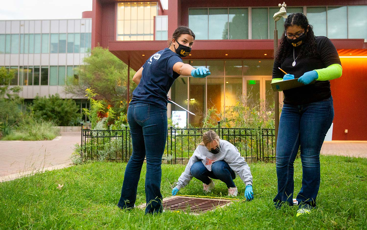 Students participate in mock crime lab on campus