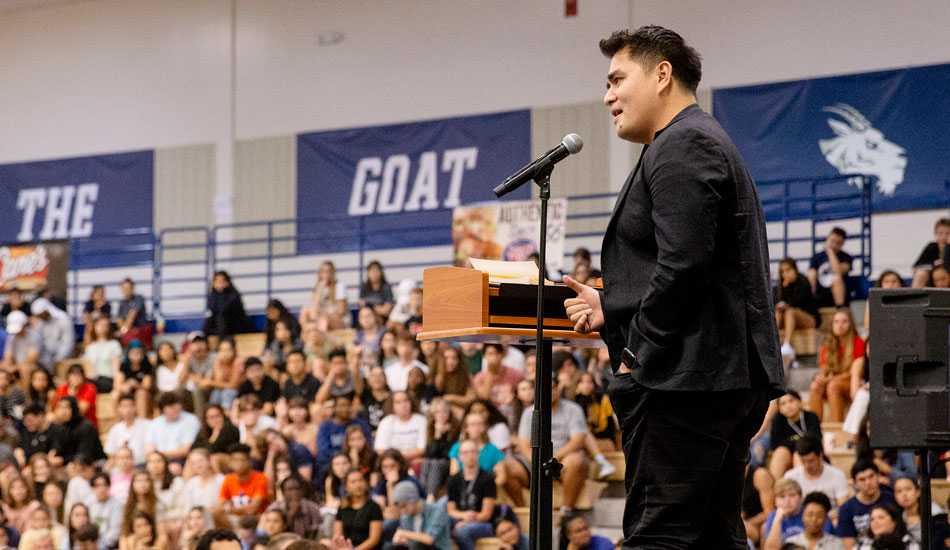 Jose Antonio Vargas talks to students at the Freshman Seminar