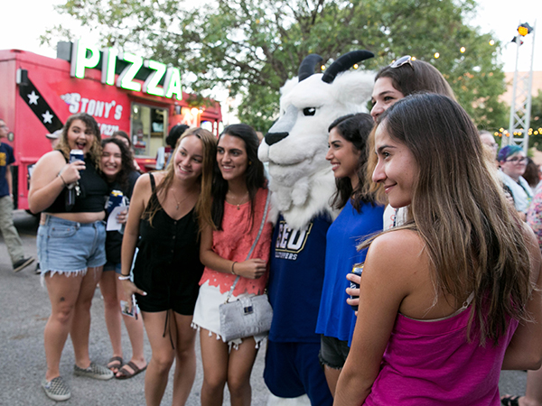 St. Edward's traditions: Welcome Week