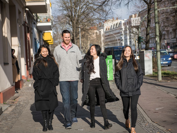 MBA student team walks to lunch in downtown Berlin.