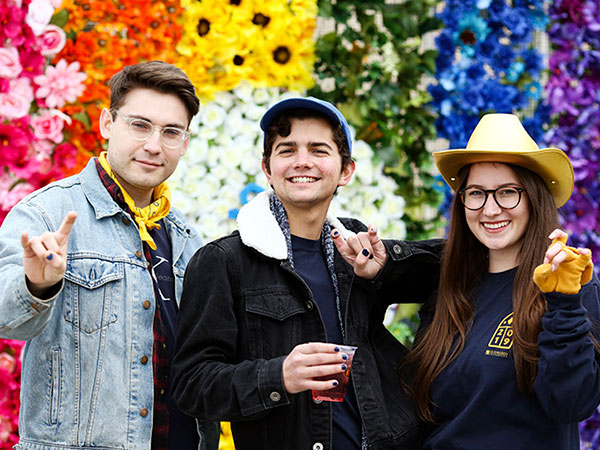 students celebrate homecoming with colorful photobooth