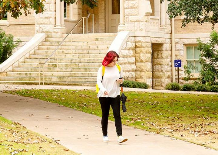 Student walking to class - mobile