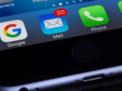 Phone screen with 20 notifications on the Mail icon.